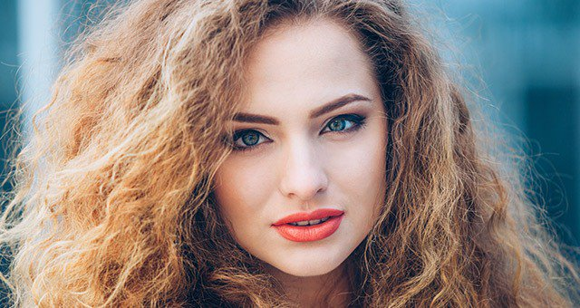 7 Instant Ways To Soothe That Frizzy Hair