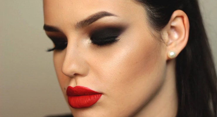 Look Glamorous With The Best Foundation